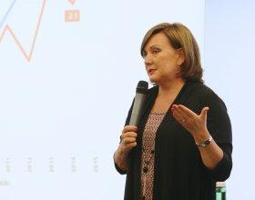Ministryně Alena Schillerová (41)
