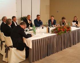"""Kulatý stůl """"Doporučení budoucímu premiérovi"""" (7)"""